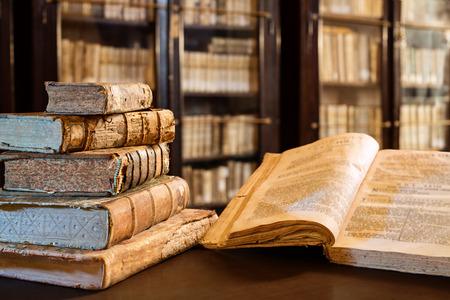 Libros Antiguos de la 14 Century En Biblioteca
