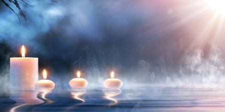 Meditazione in Spirituale Paesaggio Zen - Candele di acqua termale Archivio Fotografico - 56405170