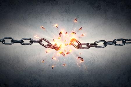cadena rota: Encadenamiento quebrado - Libertad Y Concepto Separación