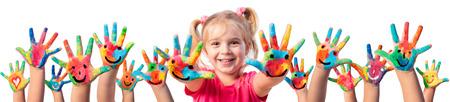 Children In Creativity - Manos pintadas con sonrisas
