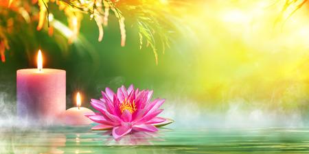 Spa - Sérénité et la méditation avec des bougies et Waterlily Dans Zen Garden Banque d'images - 60387240