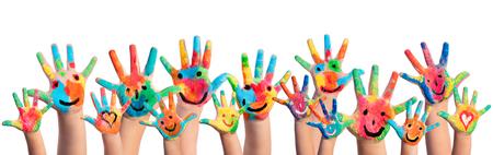 Руки окрашены смайликов