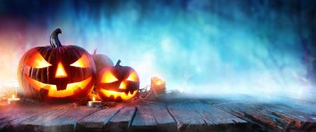calabazas de halloween: Halloween Pumpkins On Wood In A Spooky Forest At Night Foto de archivo