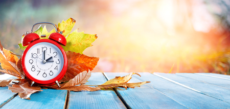Fall Back Time - Sommerzeit Ende - Return To Winterzeit Standard-Bild