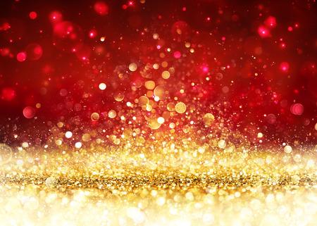 Christmas Background - Golden Glitter auf glänzenden Rot Standard-Bild