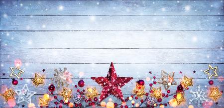 Christmas Border - Stars Decorations On Snowy Plank Stockfoto