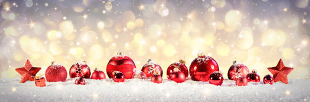 Vintage Christmas Baubles On Snow With Golden Lights Stockfoto