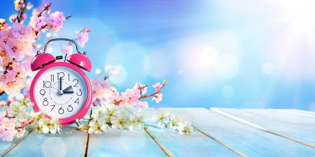 Spring Forward Time - Concept d'épargne d'été