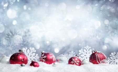 Christmas Card - Red Baubles And Snowflakes With Snowfall Stockfoto