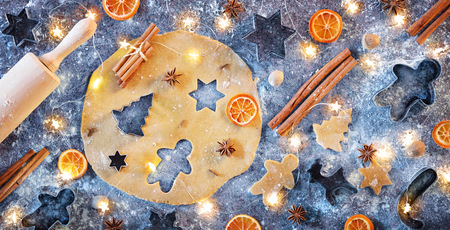 Gingerbread Preparation With Spice In Flat Lay Composition - Christmas Cookies Archivio Fotografico - 112126487