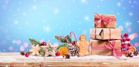 Christmas Decoration - Gift And Gingerbread With Ornament On Table Archivio Fotografico - 112126510
