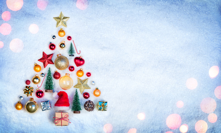 Christmas Element In Shape Tree On Snow Archivio Fotografico - 112126616