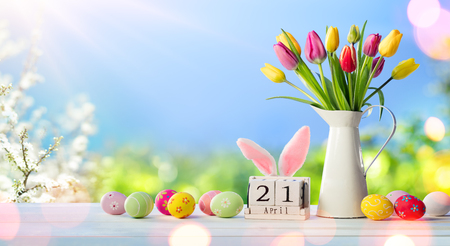 Easter - Calendar With Decorated Eggs And Tulips Date In Sunny Garden Archivio Fotografico - 119763798