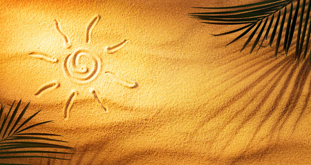 Hot Tanning Concept - Sun Drawn On The Sand With Palm Leaves And Shadow Archivio Fotografico - 125945054