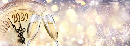 New Year 2020 - Countdown And Toast With Champagne And Clock Imagens