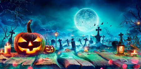 Jack O 'Lantern On Table In Spooky Graveyard At Night - Halloween With Full Moon Stok Fotoğraf