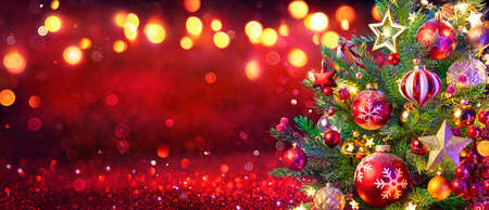 Abstract Christmas Tree With Defocused Lights On Red Glitter Background Stok Fotoğraf
