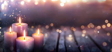 Abstract Advent - Four Purple Candles With Soft Blurry Lights And Glittering On Flames Stok Fotoğraf