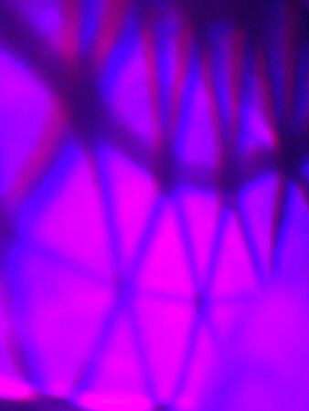 grid: Facetted pattern glow