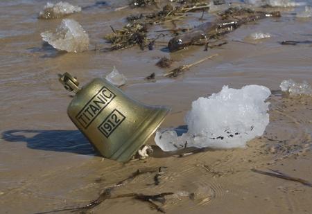titanic: Cloche pour navires de Titanic navire dans le sable