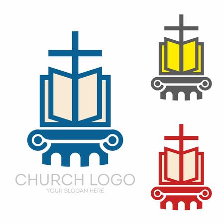 Christliche Symbole. Heilige Bibel und Jesus Kreuz.