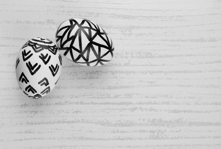 huevo blanco: Huevos de Pascua en Blanco y Negro - Huevos naturales con patrones de dibujo a mano libre fijados en un fondo de azulejos para la Pascua. Imagen blanco y negro.