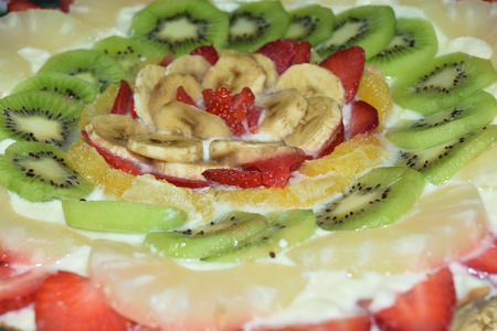 Birthday cake garnished with cream and lots of fresh fruit Reklamní fotografie
