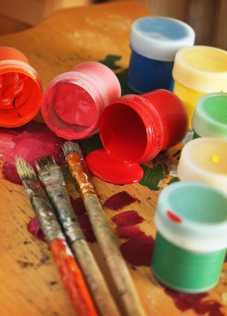 paints: Color paints with brushes