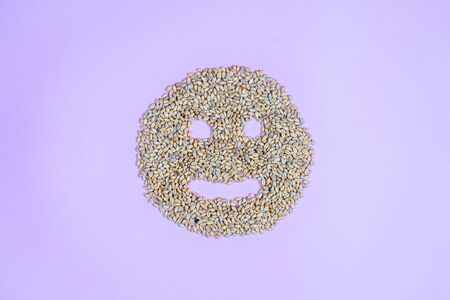 A pile of raw spelt grains in the form of an evil circle