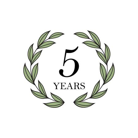 Cinco años de aniversario con corona de laurel floral