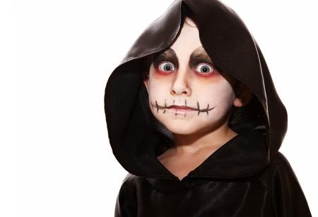 halloween costume: Boy with halloween zombie make up