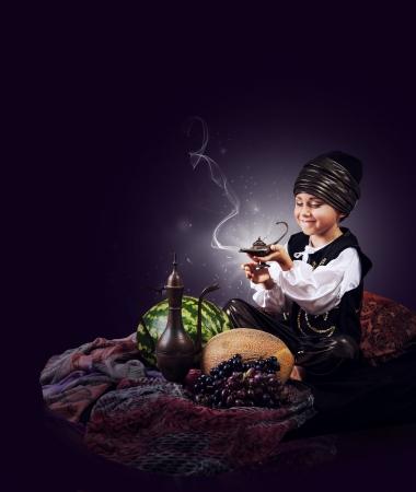 oorzaken: Magic scene jongetje oorzaken van de jenever uit oude lamp
