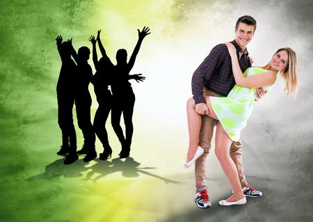 gente bailando: Nos encanta bailar Baile tiempo de pareja adolescente en el fondo brillante del grunge