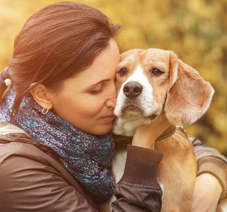 Kadın ve onun en sevdiği köpeği portre
