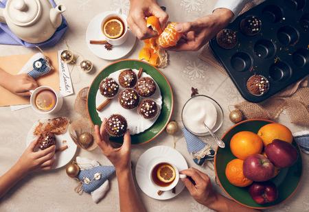家庭: 茶話會 版權商用圖片
