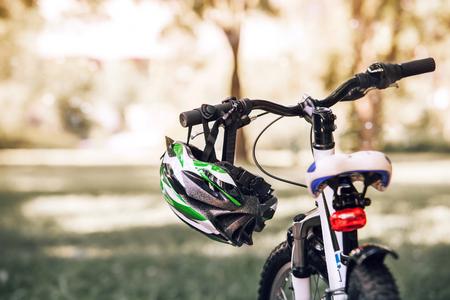 stop signal: Bicycle helmet on the handlebar