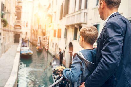 dad son: Father and son look together on venecian gondolas