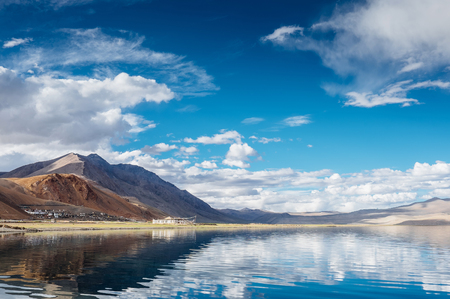 라다크, 인도 북부에서 TSO 모리 리 호수에 Korzok 마을