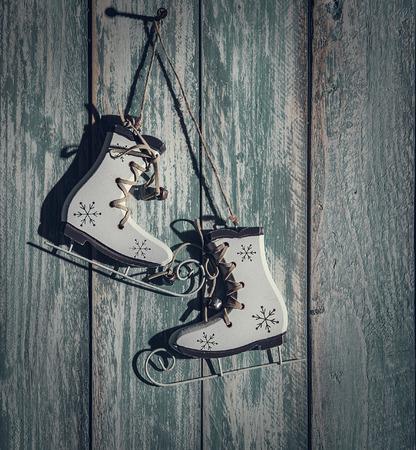 ded moroz: Vintage ice skates christmas tree decoration on wooden background