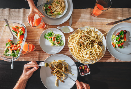 Family fresh dinner with grapefruit juice, pasta and salad Stockfoto