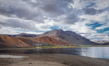 描いた人、インド ヒマラヤ、ツォ モリリー湖湖