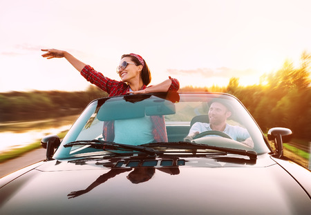 Couple in love traveling by cabriolet Imagens