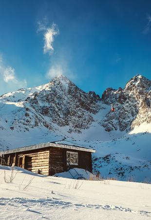 Tatra Mountains 스키 리조트 빨간 곤돌라와 산 봉우리에 아름 다운보기
