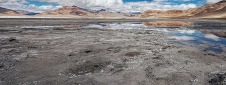 Tso Kar Salt High Mountain Lake in Ladakh Standard-Bild
