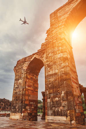 Airplane in sky above Qutb Minar Complex Standard-Bild