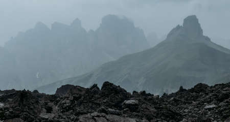 Early foggy and rainy morning shot of picturesque Dolomite Alps view near Tre Cime di Lavaredo formation in South Tyrol, Italy. Beauty in Nature and mountain concept. 免版税图像