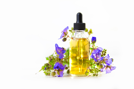 meadow geranium essential oil in a beautiful bottle on the White background 版權商用圖片