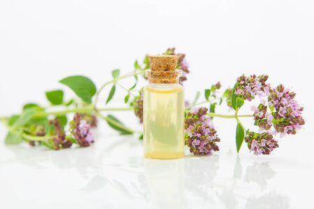 Essence of flowers on table in beautiful glass Bottle Stockfoto