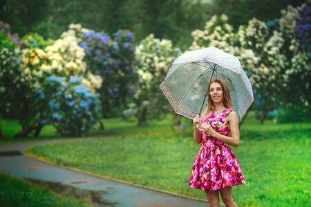 beautiful girl in a lilac spring garden Imagens