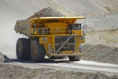 trabajo: mining truck